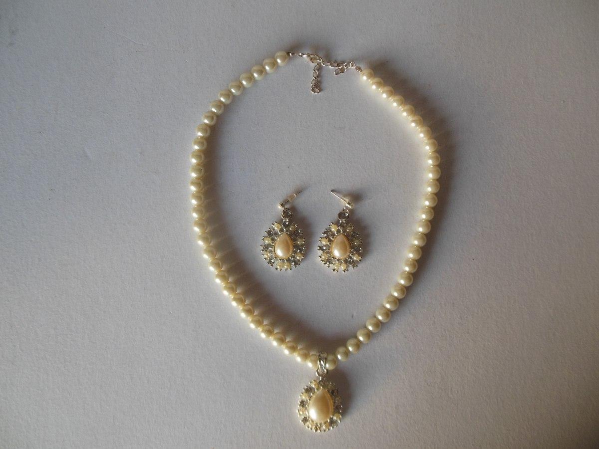 146fcfd1f2bf Collar De Perlas Con Importante Dije Con Perlitas Y Strass -   400 ...
