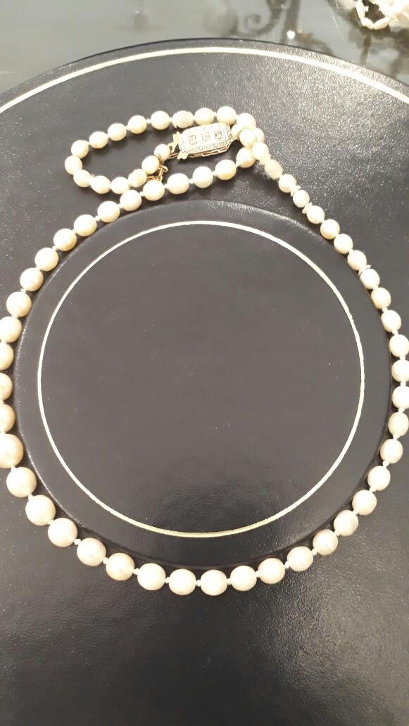 31ccd6919840 collar de perlas naturales y broche de oro y brillantes. Cargando zoom.