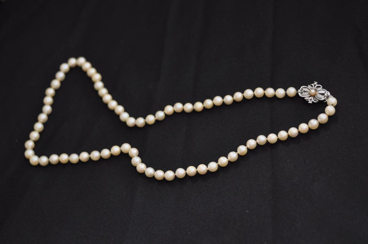 80448b13bdf8 collar de perlas vintage broche plata rodinada - mika pao. Cargando zoom.