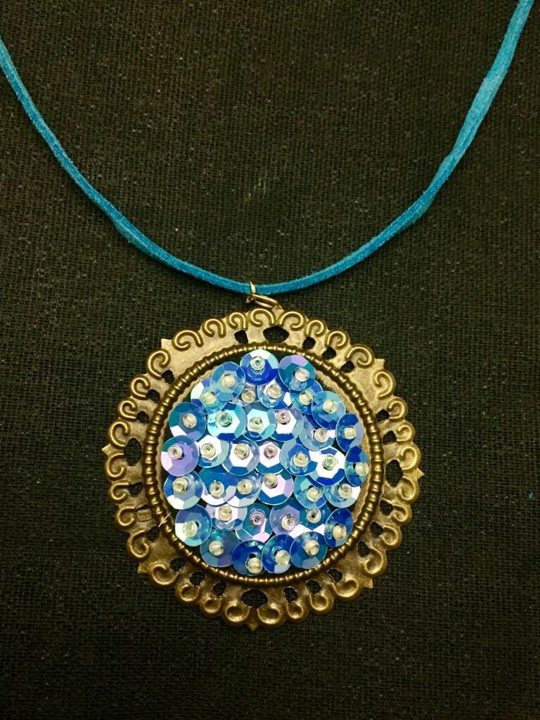 ea8ee90379ed Collar De Sirena Tornasol Azul Camafeo Collar Gamuza -   120.00 en ...