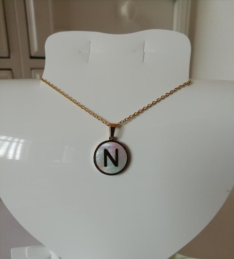 d243ffcf6079 collar dije letra inicial acero inoxidable y madre perla. Cargando zoom.