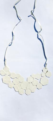 collar diseño contemporáneo modelo geométrico calvé