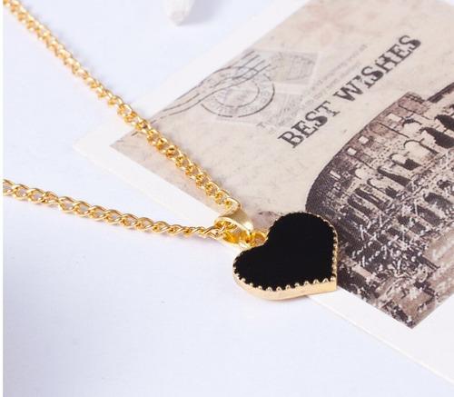 collar en forma de corazon (color negro)