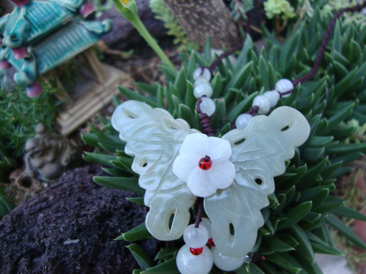 Collar En Jade Blanco Mariposa Y Flor