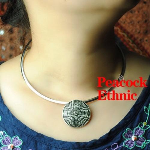 collar gargantilla plata tibetana con adorno círculos