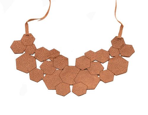 collar geometrico (rojo)