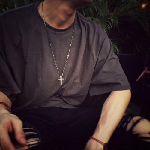 collar krasha cruz de acero pavonado para hombre