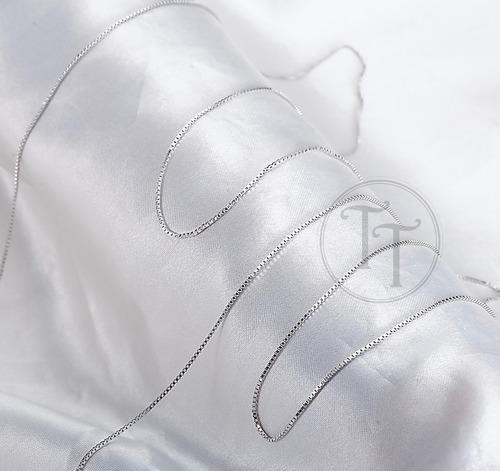 collar letra v en plata esterlina 925 topacios y  zafiros