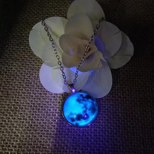 collar luna llena morada brilla en oscuridad azul regalo