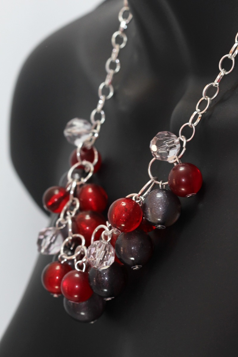 collar moda perlas rojas y negras