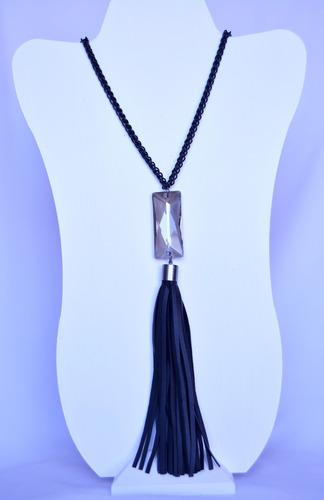collar negro con cristal y tassel