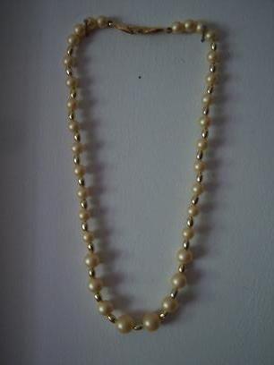 16fb89d83803 Collar Perlas Esmaltadas En Color Hueso Broche Al Oro -   150