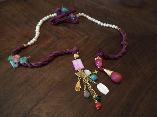 collar tela color magenta perlas cultivadas