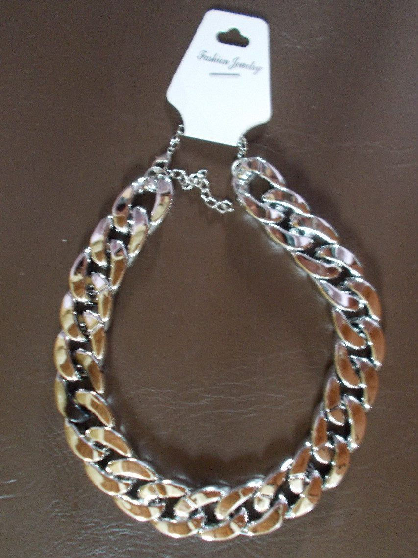 fad1bd242a07 Collar Tipo Cadena Gruesa De 2 Cms. Plateada