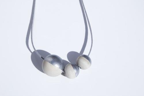 collar trippel gris