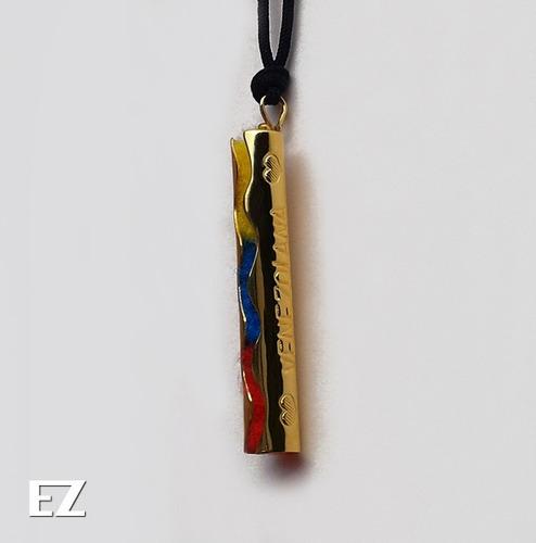 collar venezolana con diseño tricolor. orfebrería