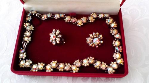collar y zarcillos en cristal swarovski