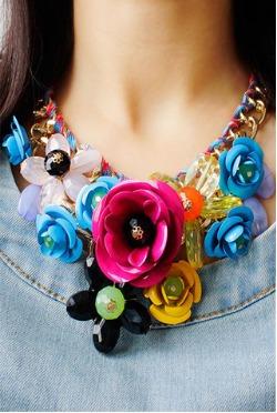 collares con flores