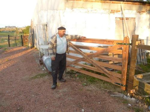 colocación de alambres y tejidos. porteras de madera!