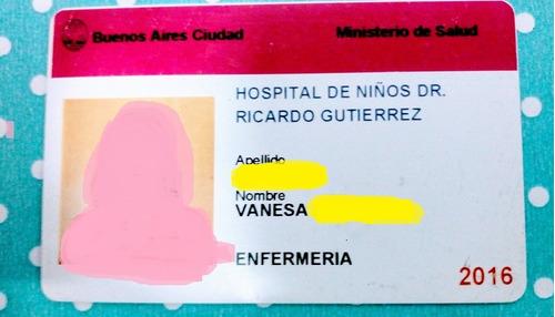 colocación de aros, aritos bebés r/nac, niñas. enfermera neo