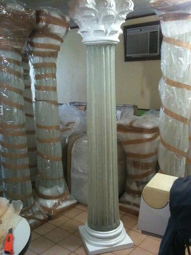 columnas iluminadas en fibra de vidrio con luz.