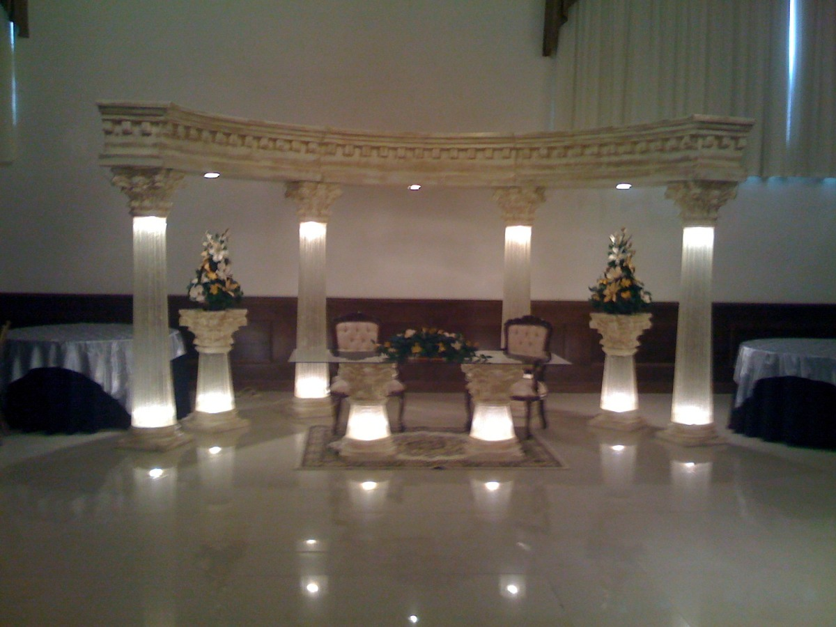 Columnas iluminadas en fibra de vidrio con luz en - Columnas decorativas interiores ...