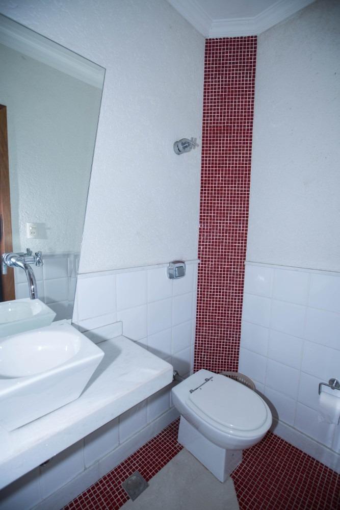 com área de iluminação, alarme, banheiro social