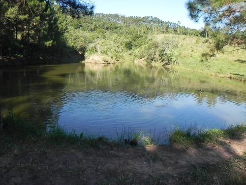 com lago povoado de peixes marque sua visita léia)