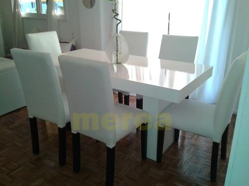 combo mesa laqueada con 6 sillas tapizadas