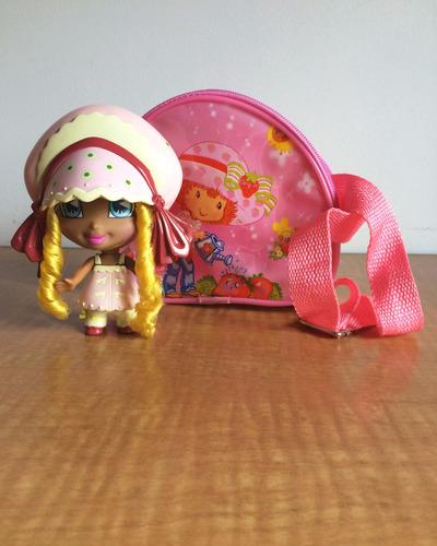 combo muñeca winx club rainbow + bolso strawberry shortcake