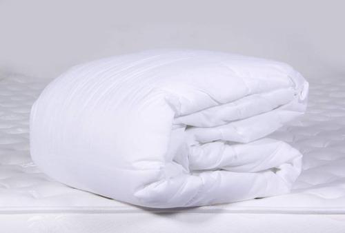 combo protector doble + 2 almohadas siliconadas