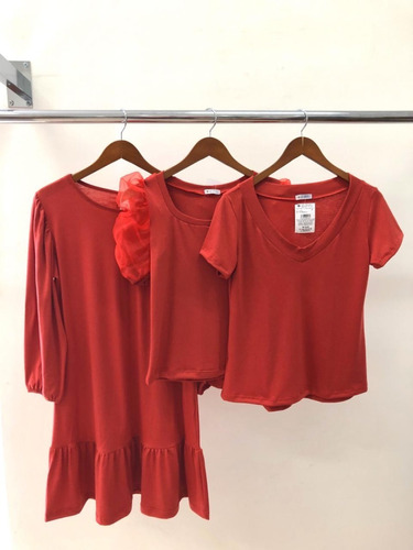 combo: vestido malha + blusa manga bufante + tshirt podrinha