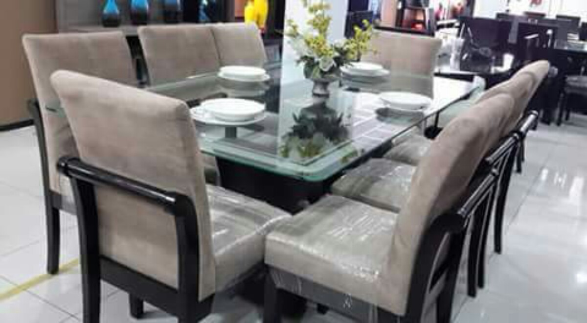 Comedor 8 sillas tapizados en acabado parafinico 1800 s for Comedores en oferta