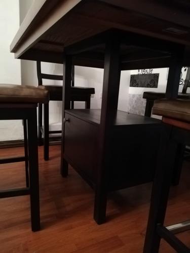 comedor colineal, con 4 sillas altas