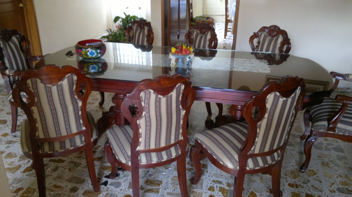 Comedor colonial 8 sillas 100 cedro enchapado hermoso for Mesa con sillas dentro