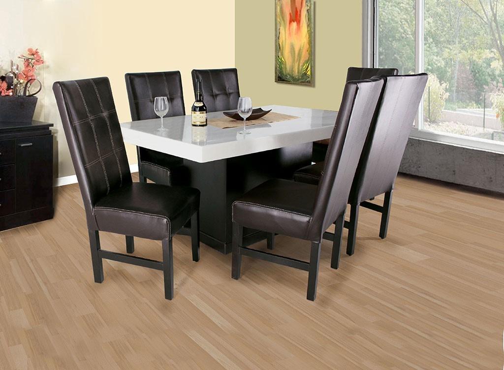 Comedor con cubierta de marmol p y sillas en vinipiel for Comedores 6 sillas
