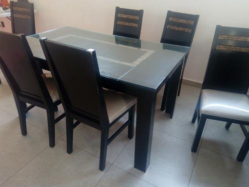 Comedor con seis sillas de madera color chocolate y vidrio for Comedor de vidrio con 6 sillas