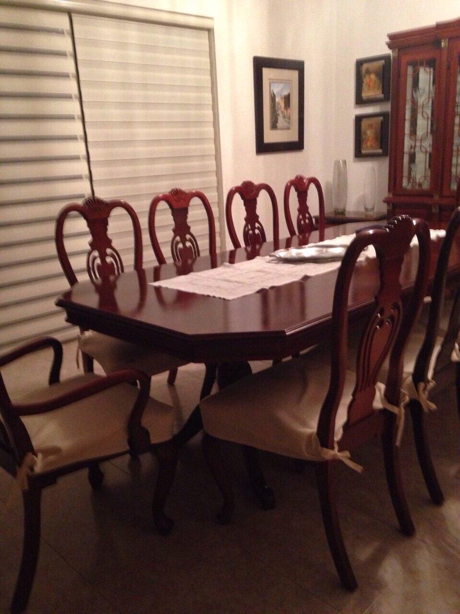 Comedor de caoba de 10 sillas con vitrina y bufetero extra for Comedor con sillas