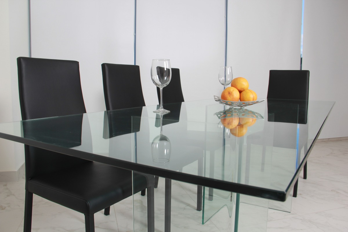 Comedor de cristal templado minimalista moderno de 15mm for Comedor moderno minimalista