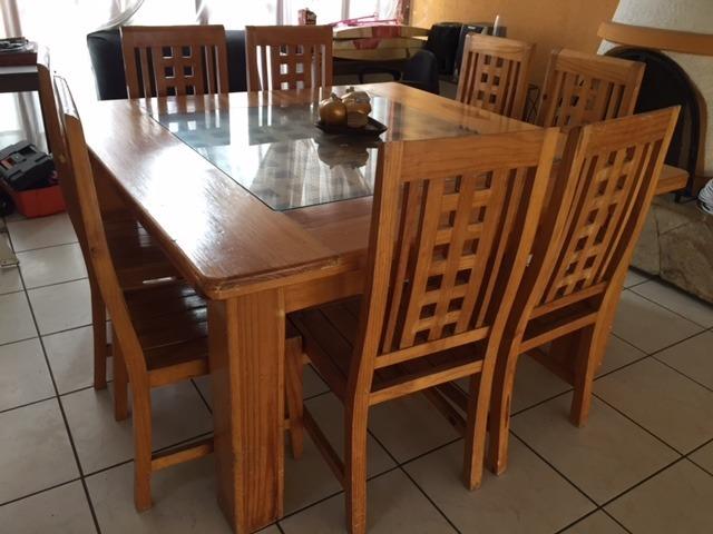Comedor de madera de 8 sillas bueno bonito y barato for Muebles bonitos y baratos