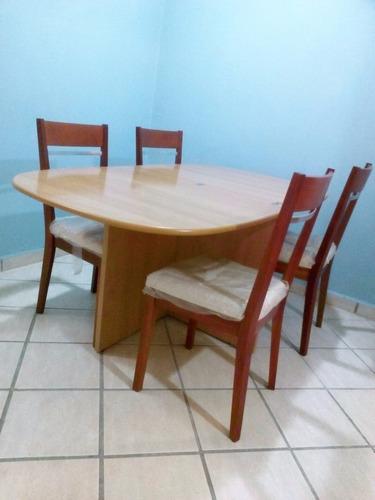 comedor de madera, marca bima. mesa expandible + 4 sillas