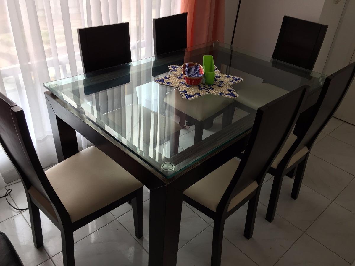 Comedor elegante de seis puestos en cedro y vidrio for Mesa de comedor elegante lamentable