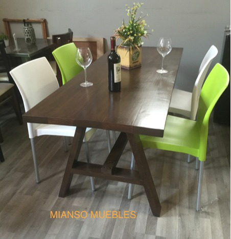 Comedor en madera con 4 sillas 5 en mercado libre for Sillas plasticas comedor
