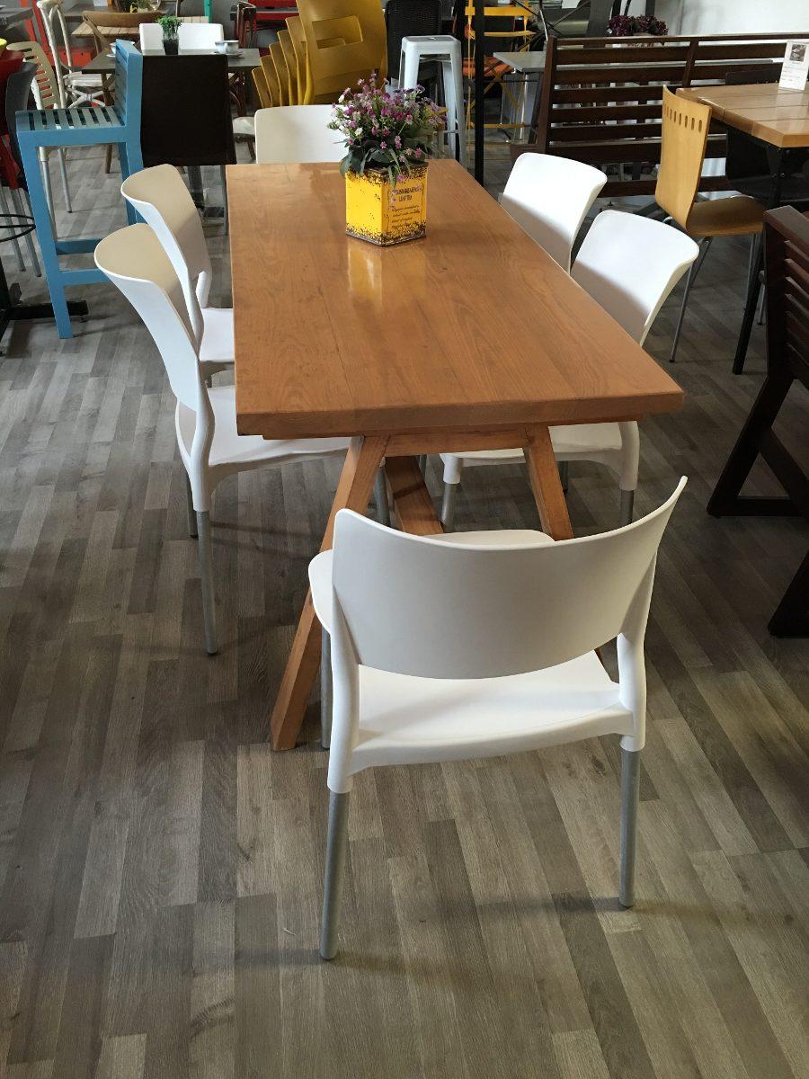comedor en madera con 6 sillas plasticas 6 en