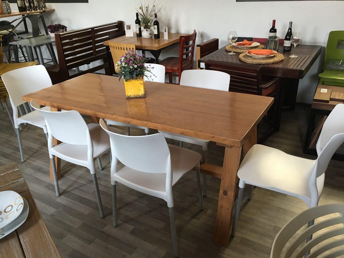 Comedor en madera con 6 sillas plasticas 6 en for Sillas plasticas comedor