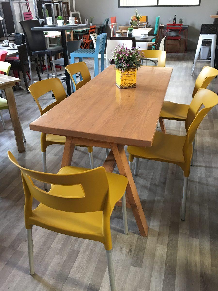Comedor en madera con 6 sillas plasticas 6 en for Sillas plasticas plegables