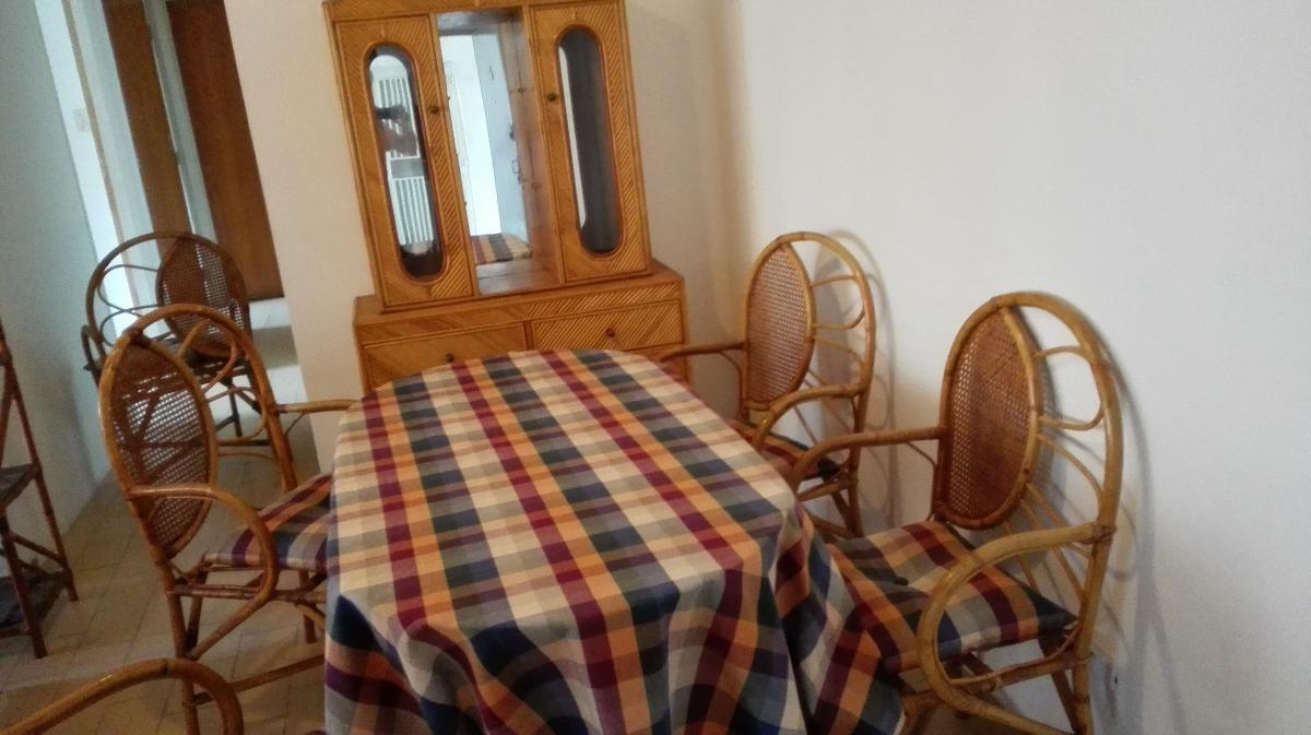 Comedor, Estante, Mesa Pequeña Y Poltronas De Rattan - Bs. 0,24