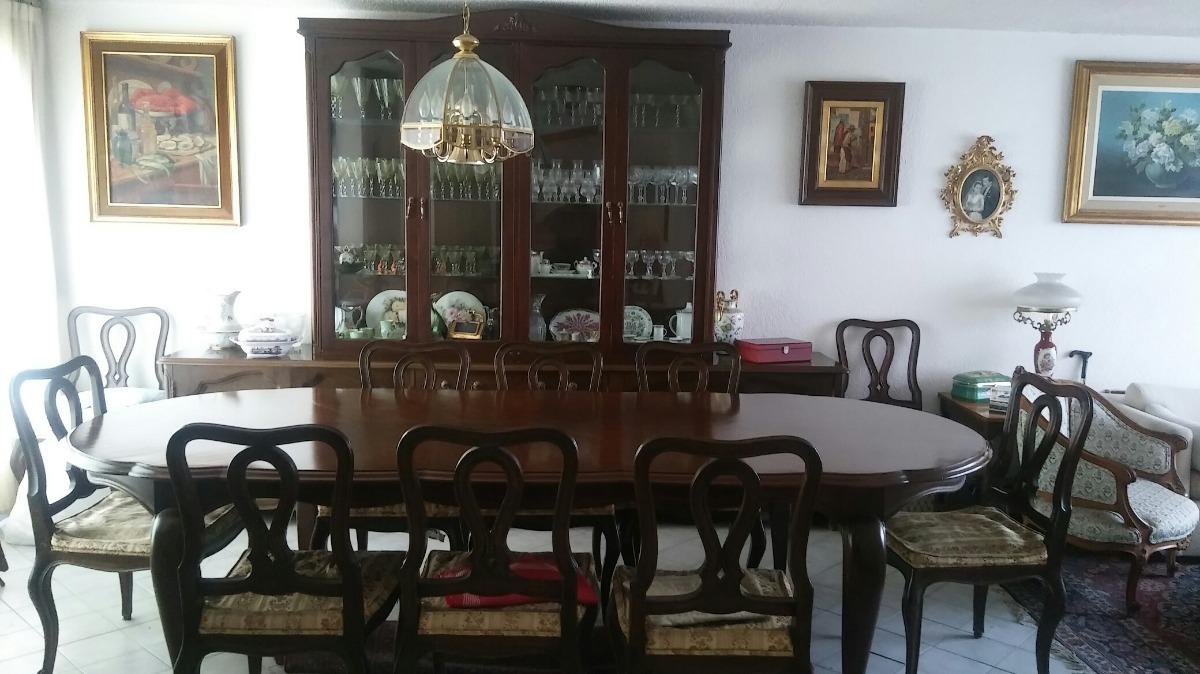 Comedor fino de madera 10 sillas trinchador y vitrina for Comedor 10 sillas oferta