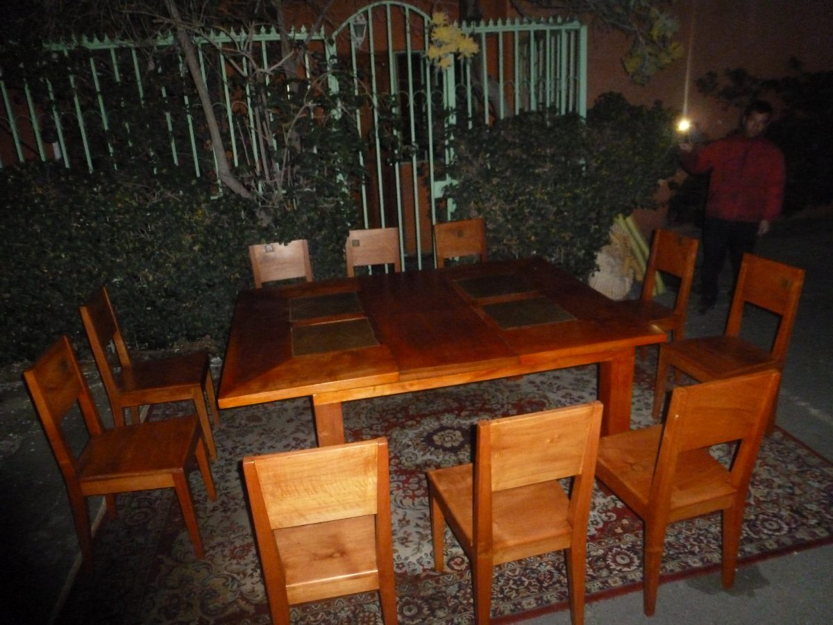 Comedor mesa 10 sillas madera nativa detalles piedra for Comedor 10 sillas
