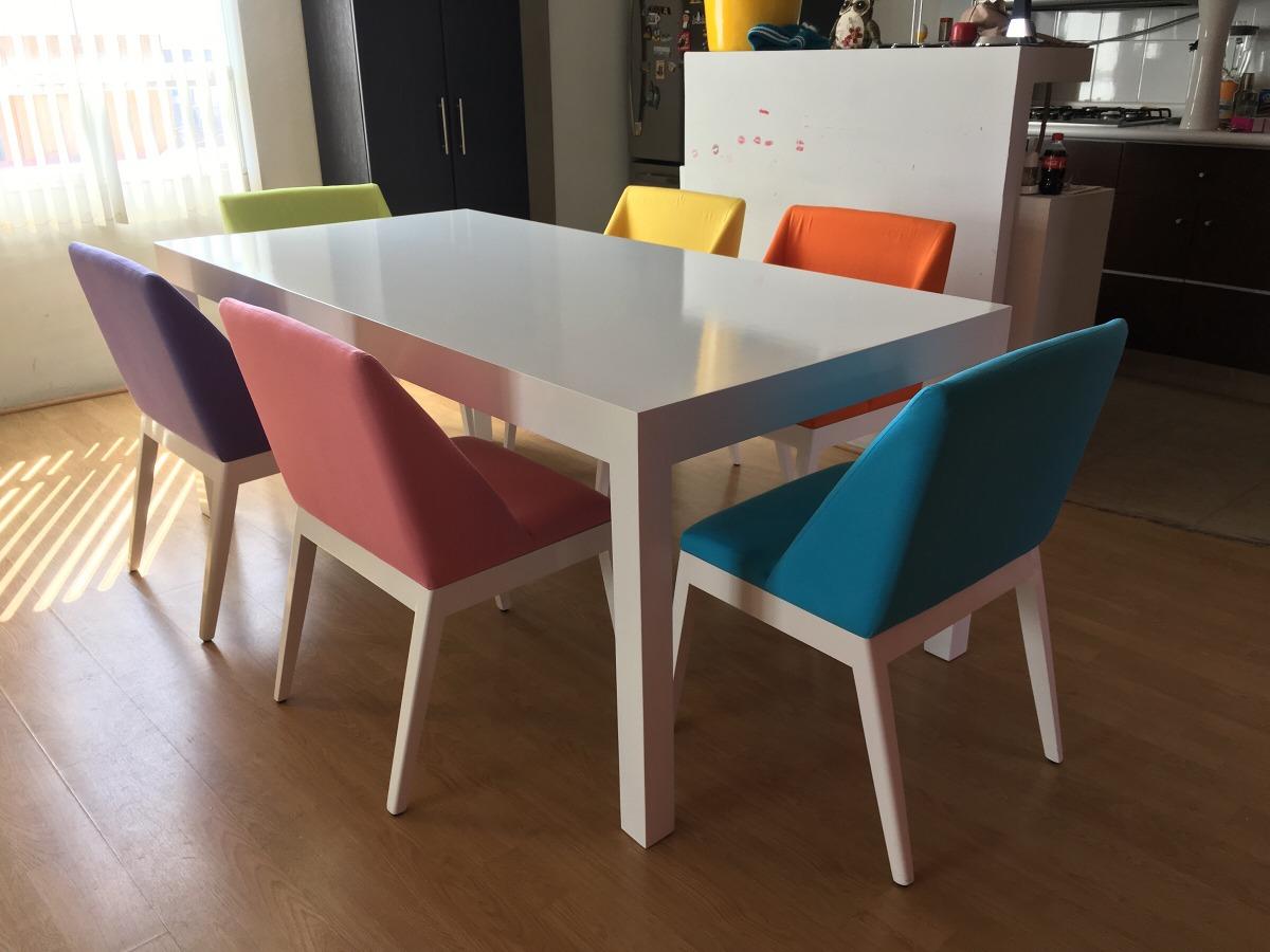Comedor Moderno Mesa Blanca Y Sillas De Colores